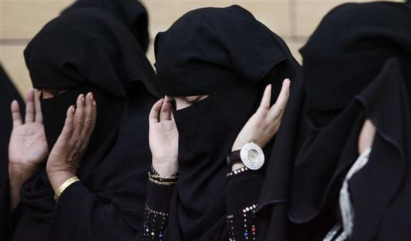 Саудовцы получили возможность контролировать перемещение женщин посредством sms