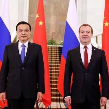 Председатель Правительства РФ Дмитрий Медведев и Премьер Государственного совета Китайской Народной Республики Ли Кэцян на 19-й российско-китайской встрече