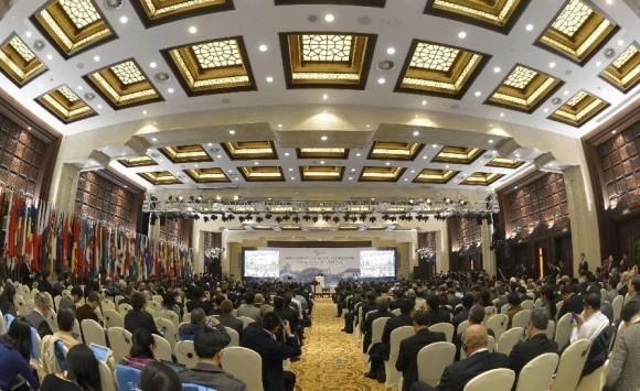Первый день работы Всемирной конференции по управлению Интернетом