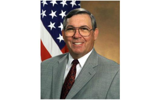 На снимке: Энтони Тетер, директор DARPA и сопредседатель Пентагоновского «Горного Форума» с июня 2001 года по февраль 2009 года.