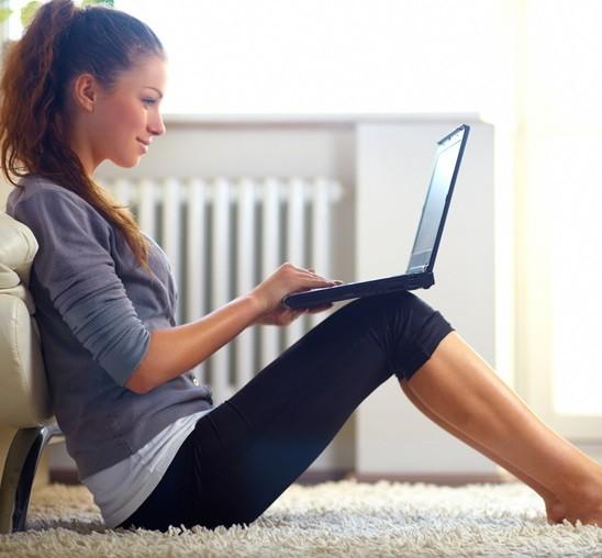 девушка ноутбук