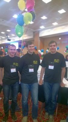 Команда ИТМО спустя несколько минут после завершения ICPC-2015, слева направо Борис Минаев, Геннадий Короткевич, Артём Васильев