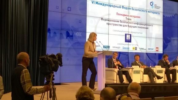 Наталья Касперская на форуме безопасного Интернета 2015. Фoто (c) Андрей Анненков