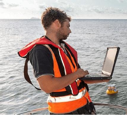 море ноутбук рыбак моряк