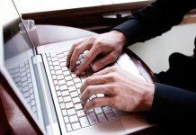 блогер руки компьютер ноутбук клавиатура
