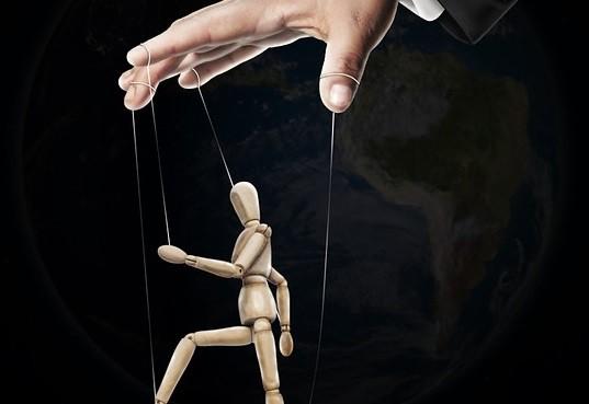 политика манипулирование