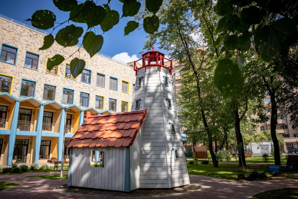ЛАНИТ передал благотворительному фонду «Дом с маяком» смартфоны и ноутбуки